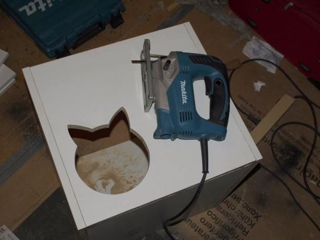Ulaz (iveral je jako osjetljiv na vlagu, pa sve otvorene bridove treba dobro izolirati silikonom)
