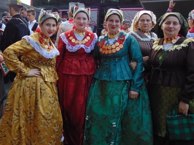 upoznavanje tradicija za različite kulture je izrodjen iz jedne od sestara mcclain