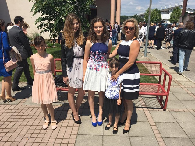 sanela dropulic i kcerke Katarina, Lora, Elen i Iva