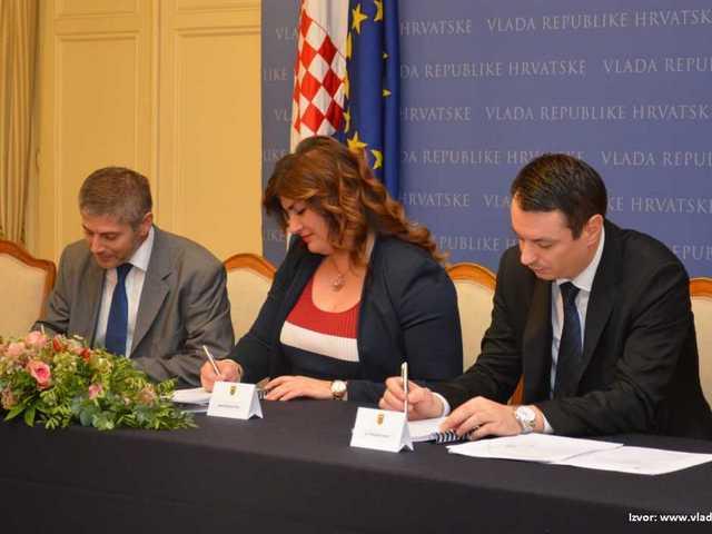 fotografija s potpisivanja Ugovora